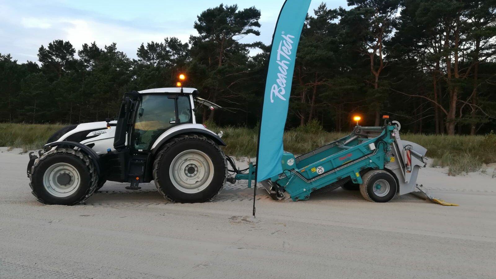 Ein BeachTech 2500 sorgt auf Rügen für einen sauberen und sicheren Strand.